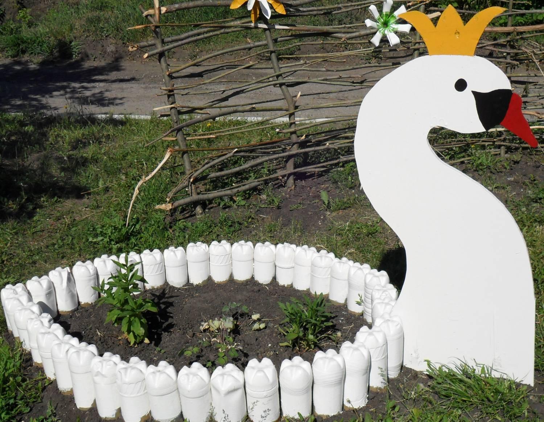 Как украсить двор своими руками картинки